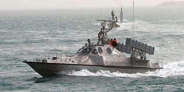 30艘伊朗快艇150米处止步 百枚反舰导弹锁定 美舰:撤