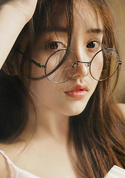 「少女」粉嫩的少女感,精妆联华美妆:清新靓丽的眼镜妆容