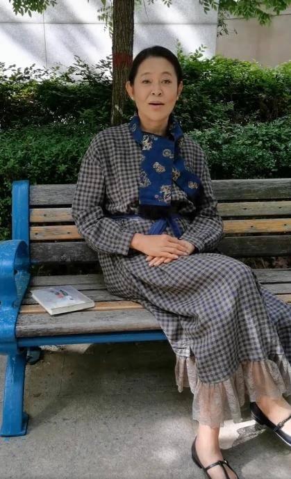 61岁倪萍直播身体暴瘦,已走出赵忠祥去世阴影,她说减肥不靠动刀子 倪萍 直播 赵忠祥 减肥 第1张