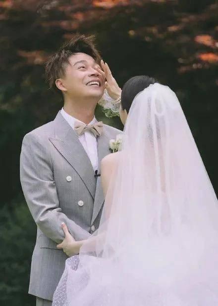 主持浙江卫视多年仍不火,他被赞大智若愚,今娶美娇妻成人生赢家