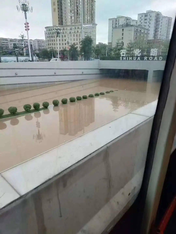 广州大雨淹隧道 规划设计惹众忧