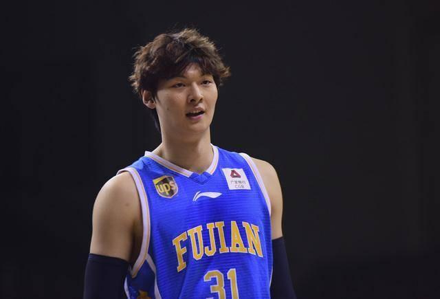 王哲林成首位取得球队股份的球员,每年多少分红?为何不去NBA?