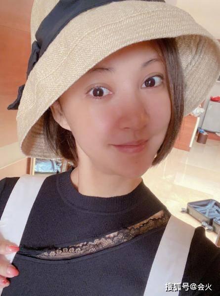 老太太原创39岁张歆艺揽着帅哥男闺蜜!袁弘却大变脸像老太太?网友:没眼看