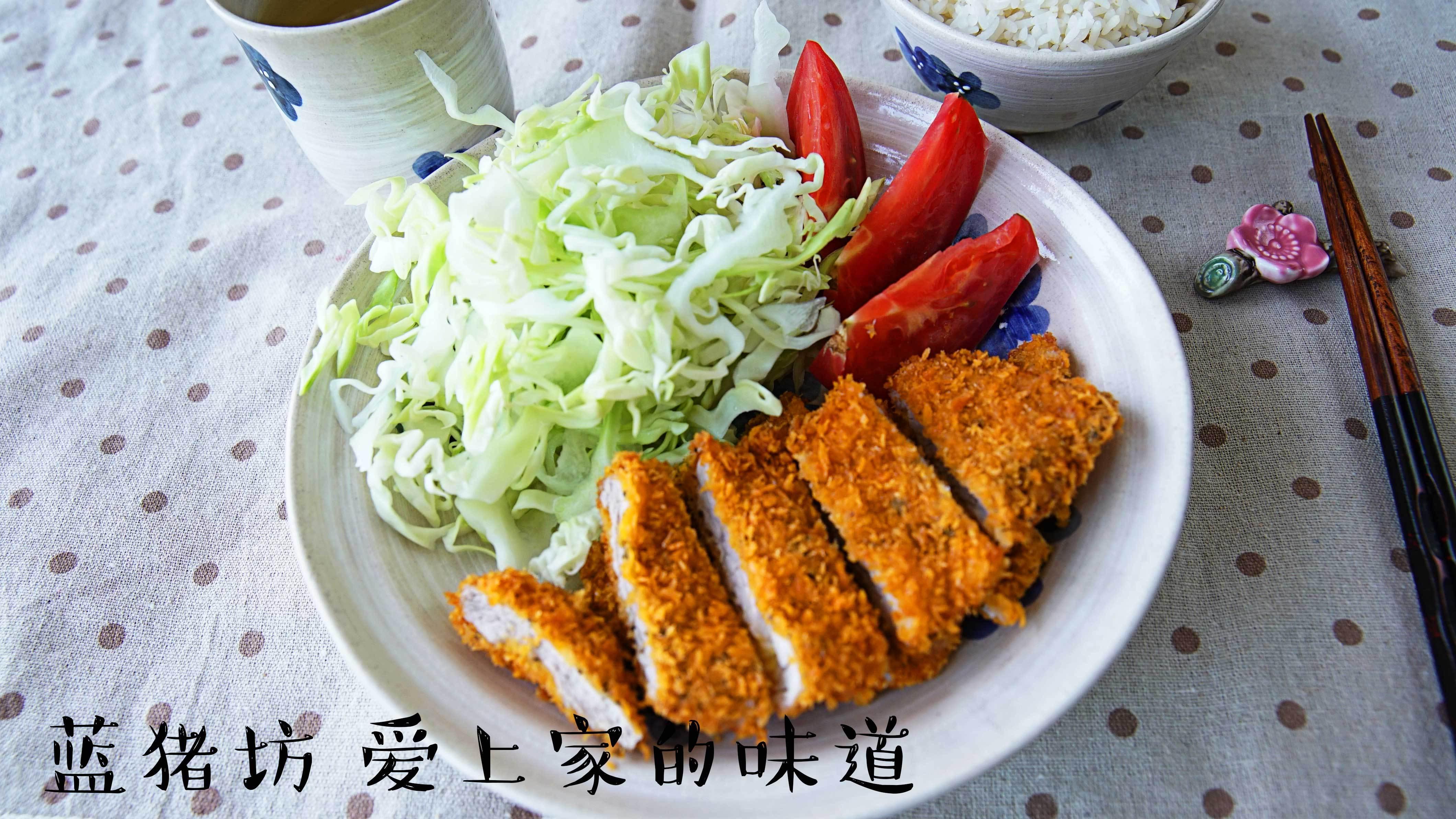 「大厨」如何炸猪排才能外焦里嫩?日料大厨教你四步做经典日式猪排饭