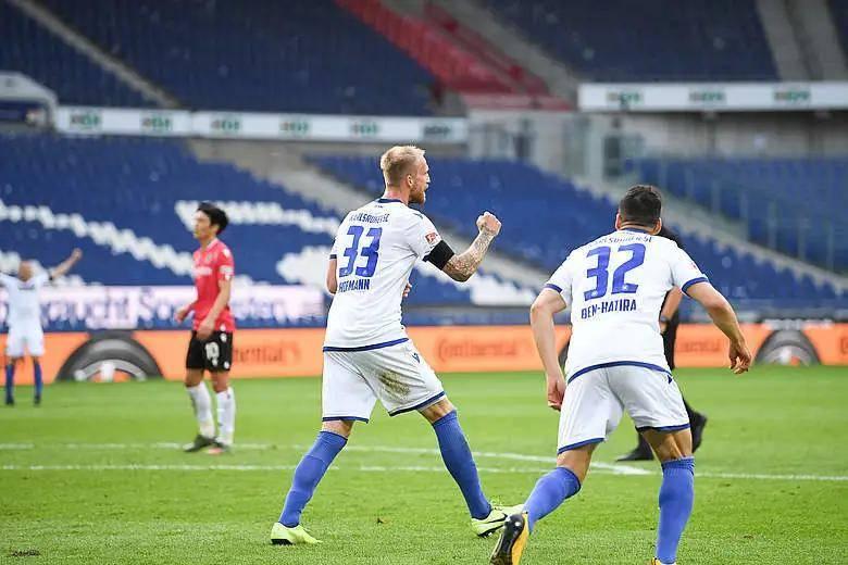 一场德乙的比赛,卡尔斯鲁厄这支球队作为升班马