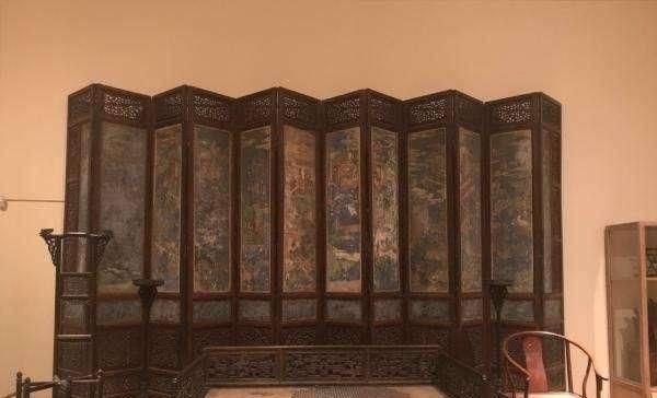"""乾隆的""""龙椅""""被抢走,如今被老外拿出来拍卖,中国收藏家:8578万卖我"""