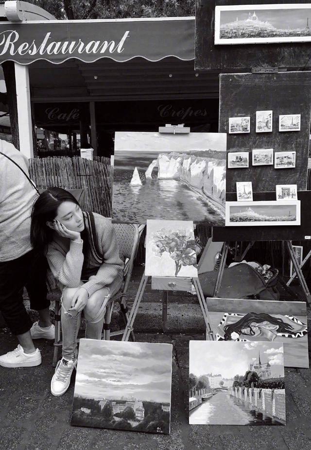 原创 张馨予晒巴黎街头卖画照,扬言还想摆地摊卖油泼面或蛋糕