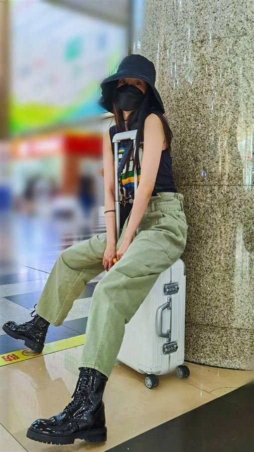 原创 杨幂带货国产潮牌工装裤直接售罄,BM风穿搭低预算基本款就能驾驭