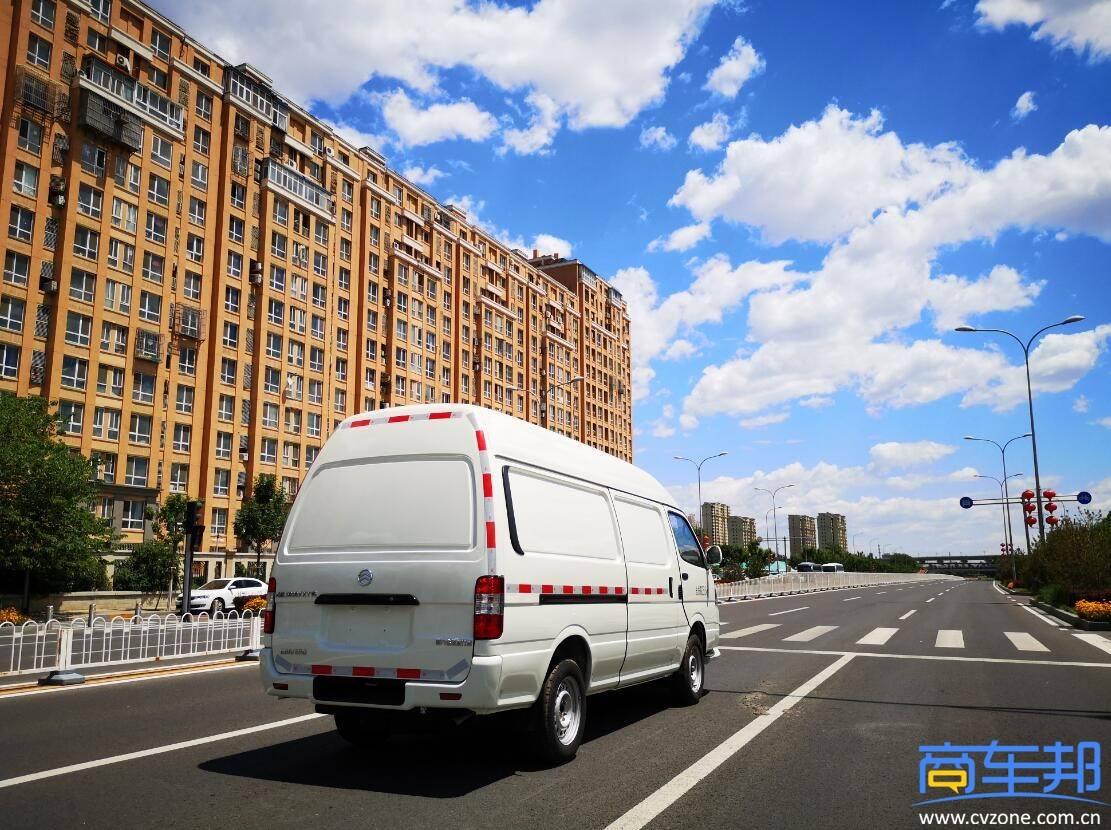轻型客车或轻型卡车,金色旅行货车物流车有话要说