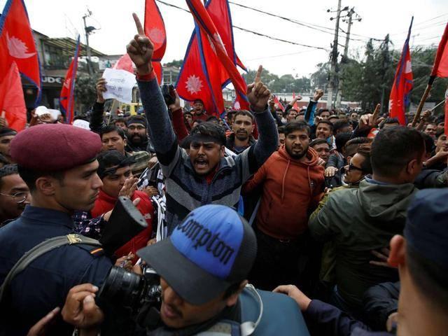 """不畏强敌!硬怼南亚大国的尼泊尔,原来还有这样一件""""秘密武器"""""""