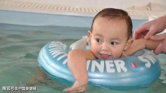 原创婴儿游泳好处多,宝宝每天都需要洗澡、游泳吗?真相来啦!