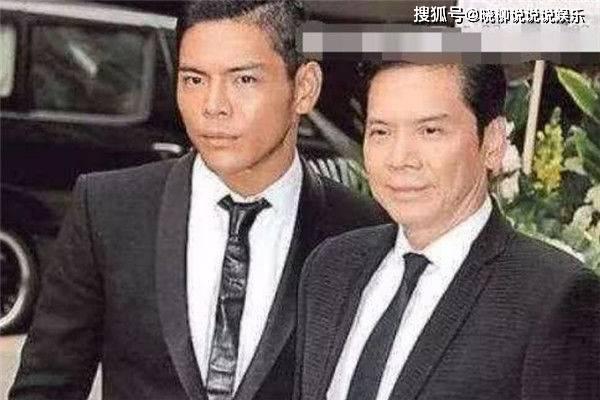 娱乐圈明星家庭的基因太强大,网友看到李宇春的妈妈后都笑了