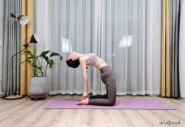 4种瑜伽体式,让你拥有迷人身姿,要坚持练习 锻炼方法 第6张