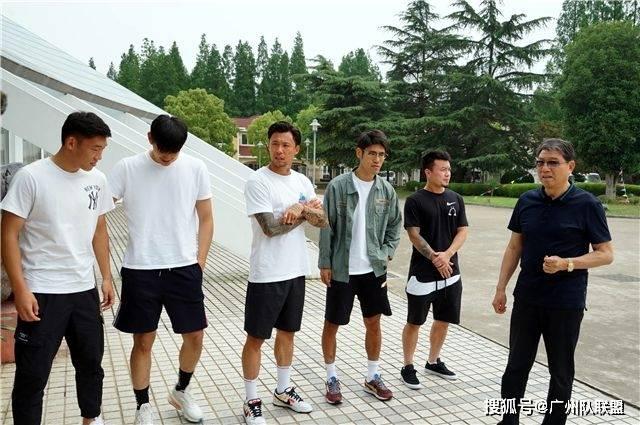 原创             官方宣布!广州恒大一线队再出新变动,前上海上港后卫或成新队长