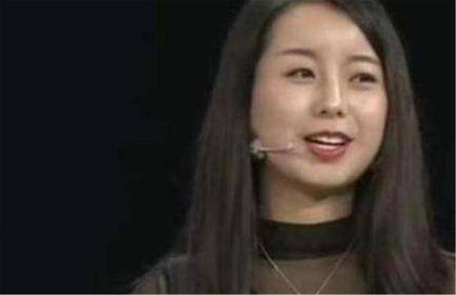 原创 女子贴身佩戴一块玉10年,专家:你胆子可真大,你可知这玉来历!