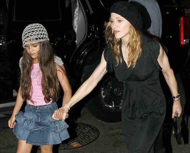 原创 幼时可爱长大长残,又一位星二代被嘲,麦当娜女儿模仿老妈被群嘲