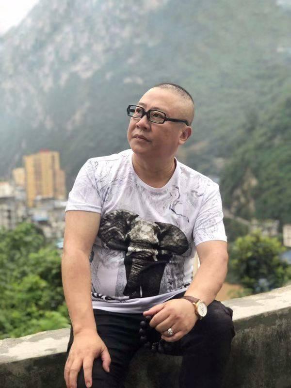 中国先锋艺术家、著名作家、诗人张艺斌(佛~龛)