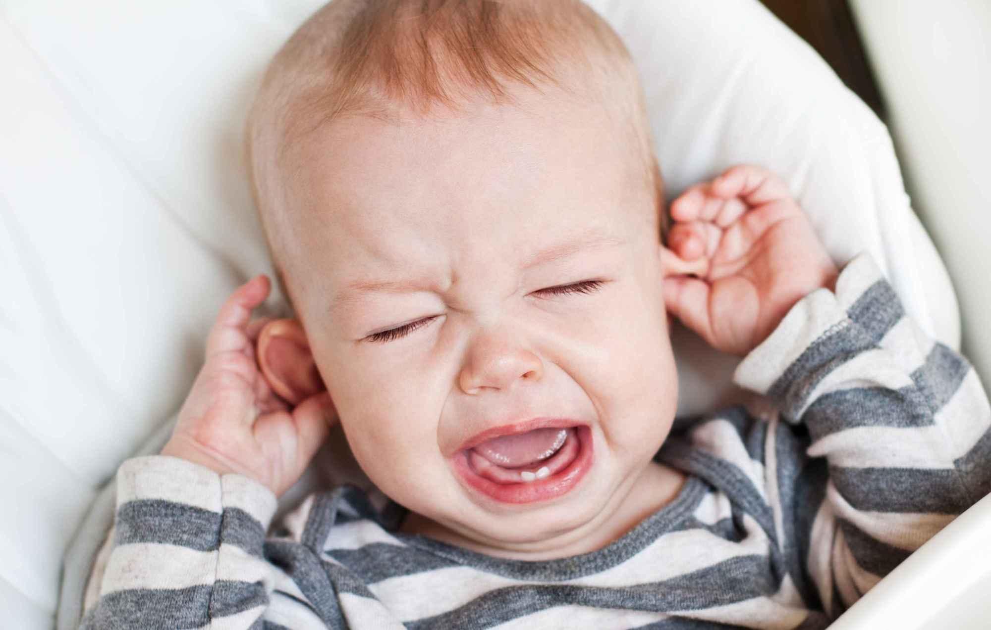 新生儿长期流泪、眼屎多,医生提醒:当心是泪囊炎!父母早知