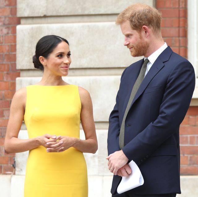 哈利梅根脱皇最后一枪!正式卸下英国皇室头衔,解散萨克斯皇室慈善组织