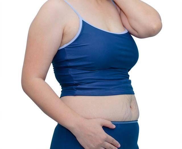 腰腹间赘肉多?2个方法,6个动作帮你甩掉肚腩肉