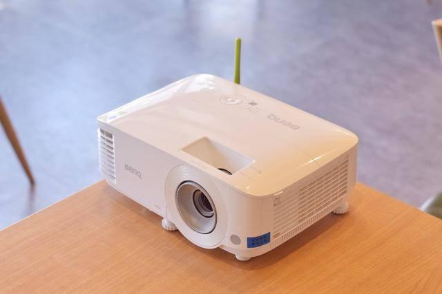 素质过硬的白昼投影机,明基E520投影仪使用评测