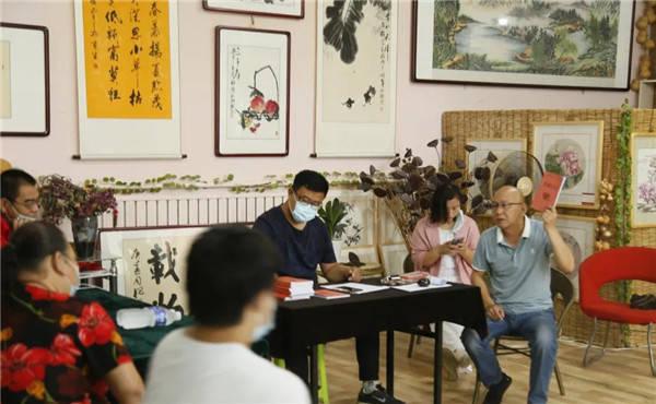 雄县公益志愿者协会2020年6月份励志助学金发放活动在天德书画院分院举行