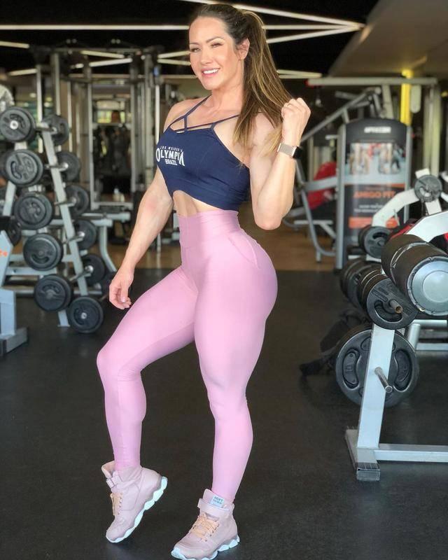 巴西辣妈巨型腿围让丈夫汗颜,比女生的腰还粗,网友:很难买裤子