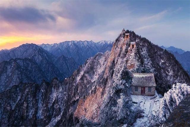 千斤整铸铁庙,如何屹立于2300多米山尖百年不坠?