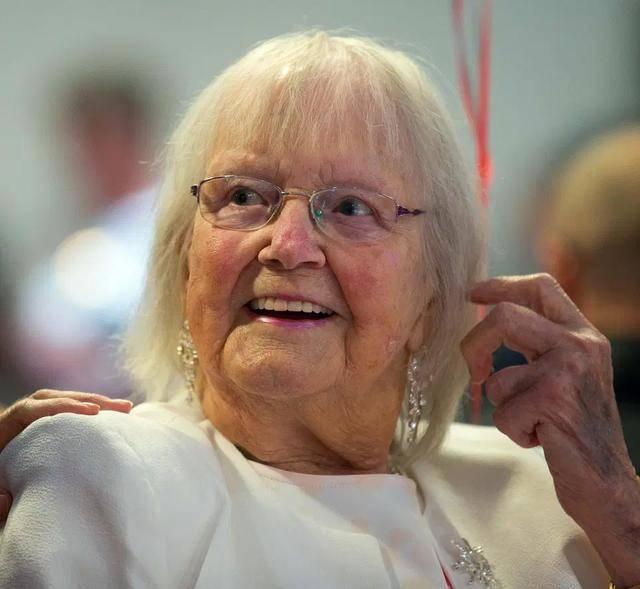 原创 英国老太太膝下有187个子孙,因为人太多,每年圣诞礼物就不送了