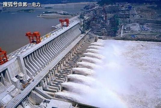 三峡大坝发电工作原理:水能变成动能,由动能变成电能