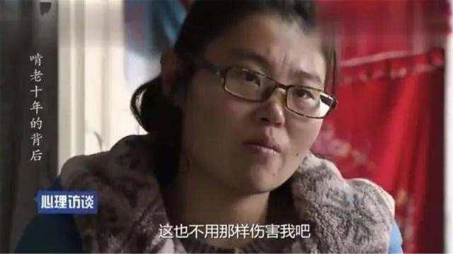 """33岁女大学生不找工作,在家""""啃老""""10年,父母的打击教育太失败"""