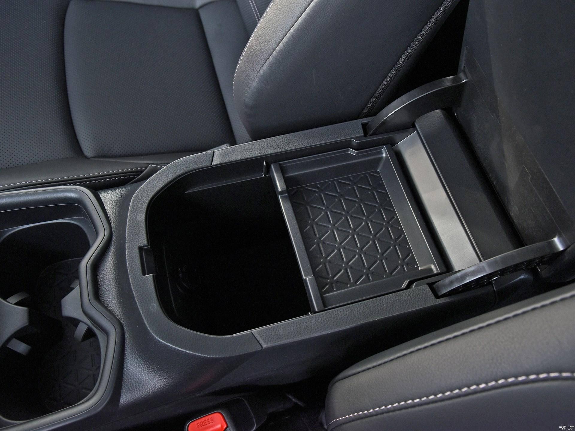紧凑型SUV丰田威兰达首次亮相,工艺精湛,材质上乘,并提供四轮驱动车型。