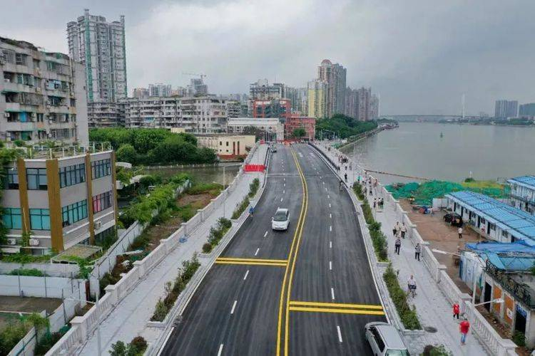 革新路诞生广州最牛钉子户房子直插海珠涌大桥中央