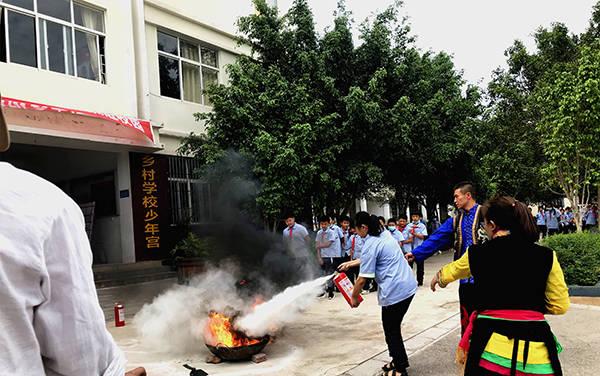 南涧县《跳菜》文艺小分队:推广火的宁静知识