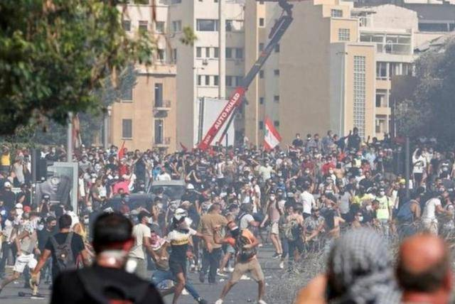30万人无家可归,军官带头攻入外交部,6万人求法国接管黎巴嫩_中欧新闻_欧洲中文网