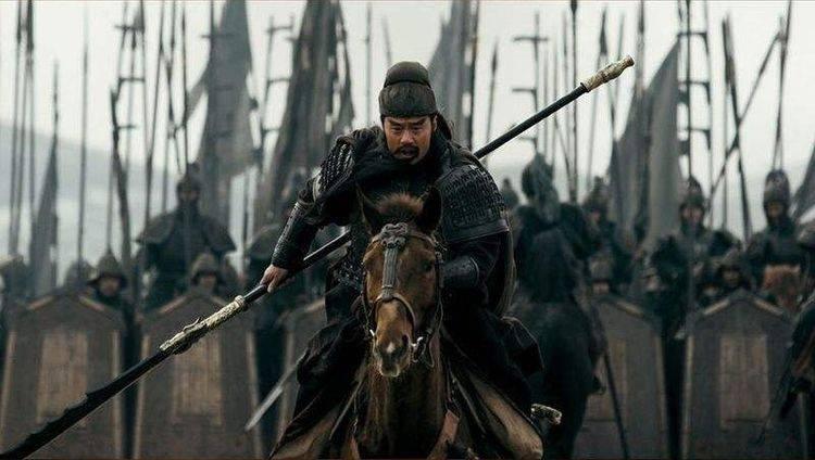 刘备称王之后,拜关羽前将军,送给他一项权力,结果害了他性命
