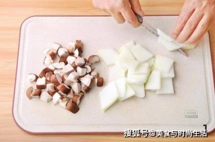 天气热,多给家人吃这道菜,低油低脂,清爽又解暑,给肉都不换