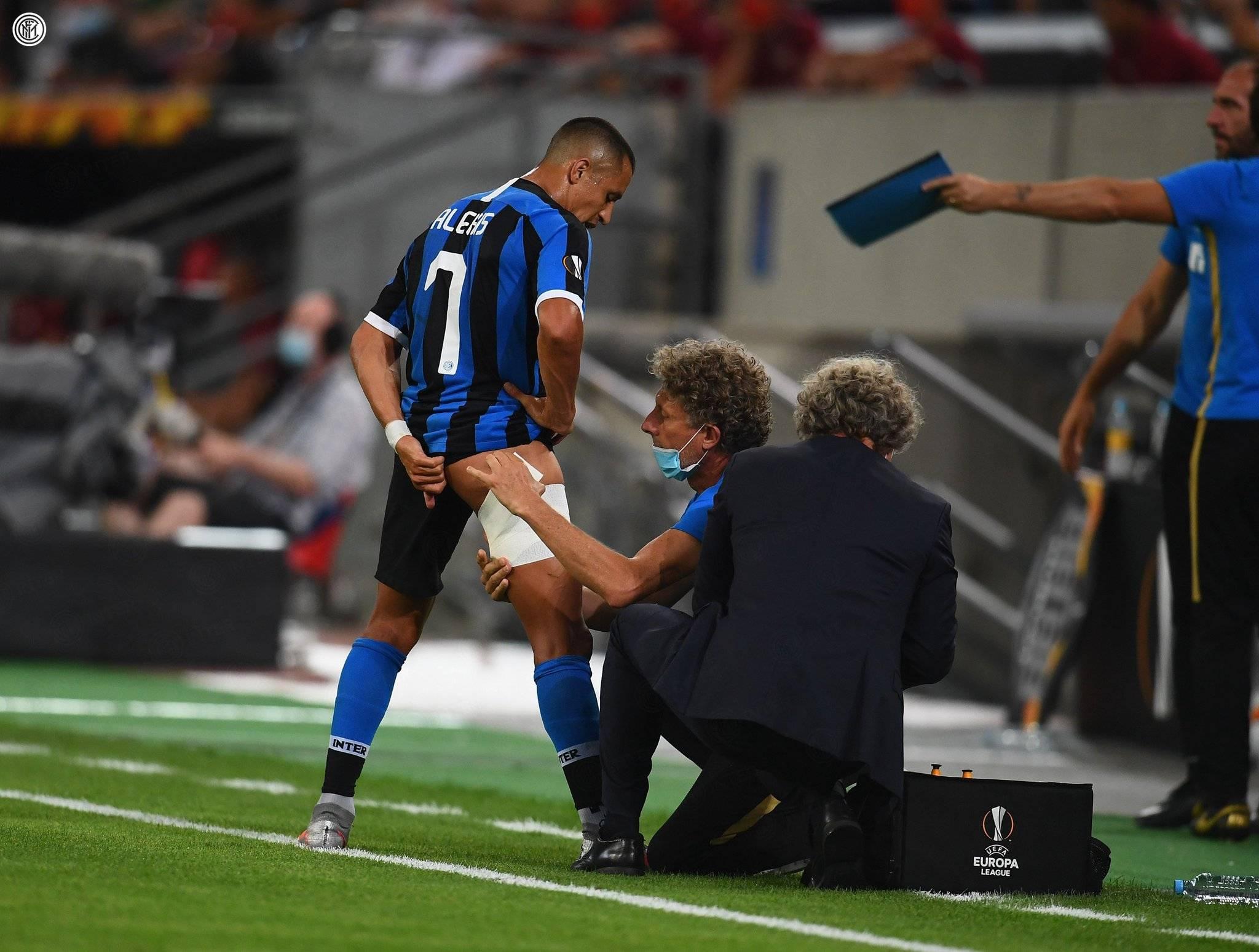 """赛后,国米官推表明:""""桑切斯的右腿屈肌酸痛。"""