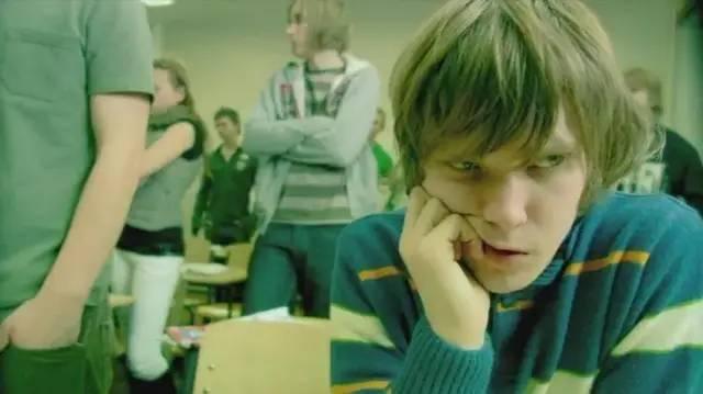 《失控的校园》影评:又一个少年逝去,微博欠他一个热搜