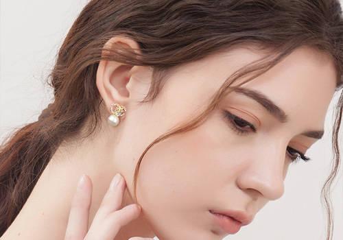 女人的每个年龄段戴什么首饰比较适合?