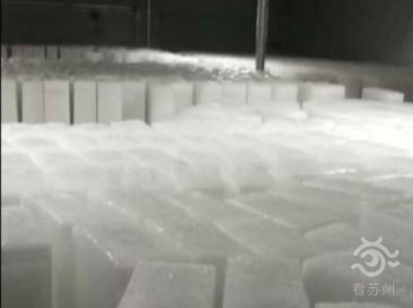 """夏季冰块热销 探访苏州""""送冰人"""",每天送冰万斤"""