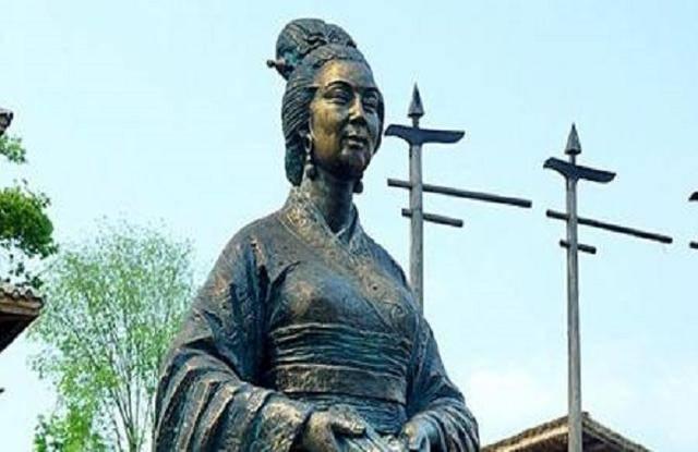 她是我国第一个女富人,守寡一生的她,连秦始皇都敬佩