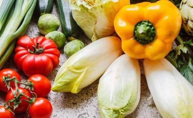"""炒之前""""必须焯水""""的3种蔬菜,营养专家:再懒也不能省掉"""