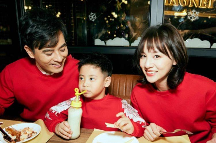 相差10岁的他们却一见钟情,婚后生2个儿子,如今生活低调幸福!