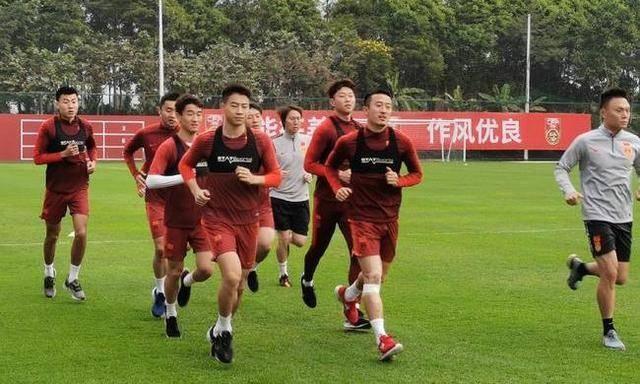 铁腕治军!主帅就是最好学习榜样,43岁李铁陪国足跑8000米不掉队