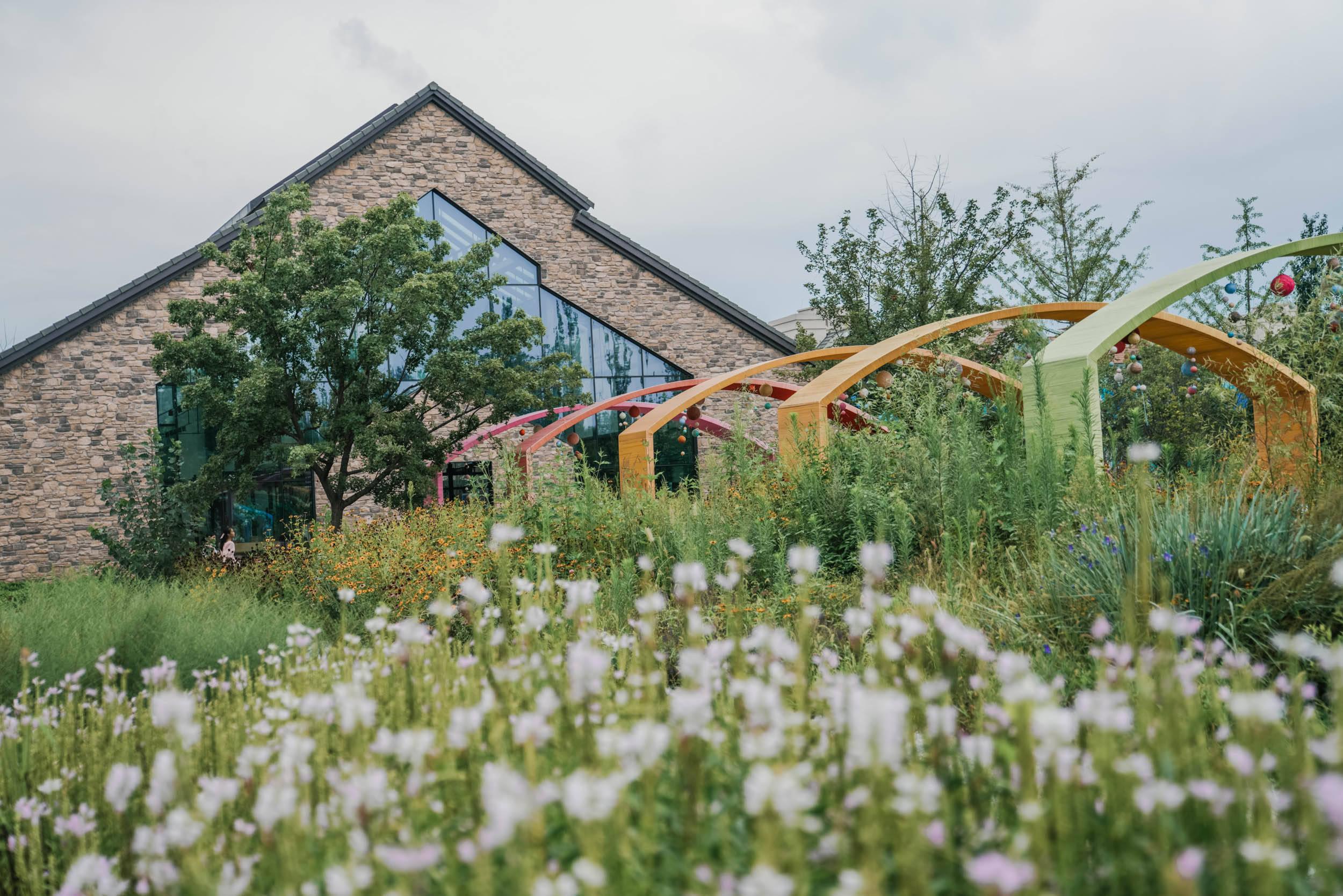 原创             北京郊外莫奈花园,欧式风情小镇,探访田园里的小动物