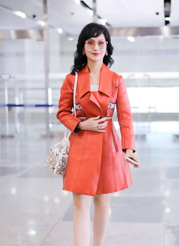 原创64岁赵雅芝真会穿,不仅能驾驭各种颜色,还能演绎高级美感