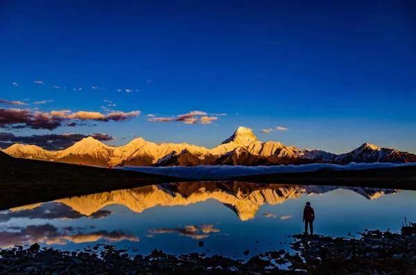 """成都户外:打卡""""冰封的眼泪""""蓝冰湖泊,观赏贡嘎雪山!仅3天"""