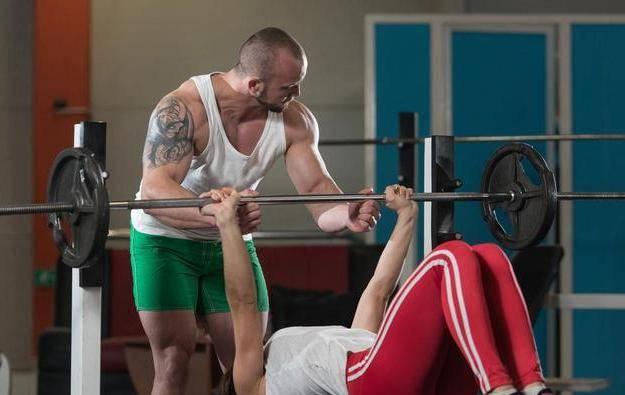无腿卧推 VS 传统卧推,哪个训练效果更好?