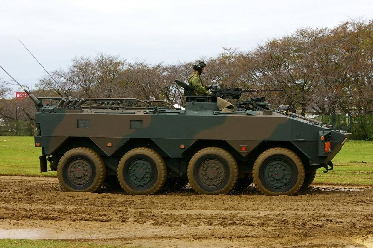 玩具在安静时期 日本轮式装甲车与底部性